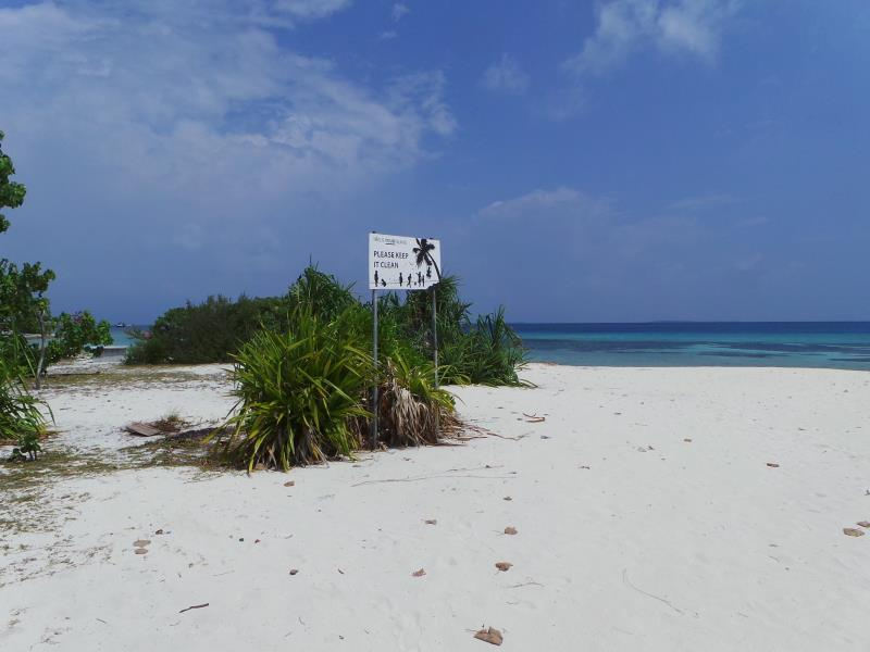 Clean Beach-Naifaru Nafaa Inn