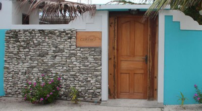 Main entrance - Cokes Beach House