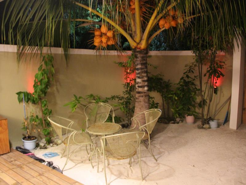 Garden Seating area - Cokes Beach House