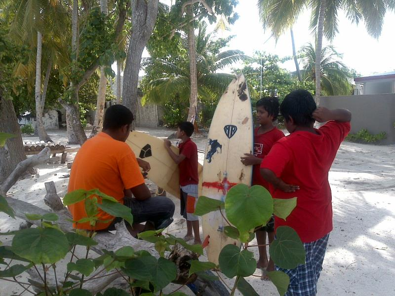 Local surfers, Batuta Maldives Surf View