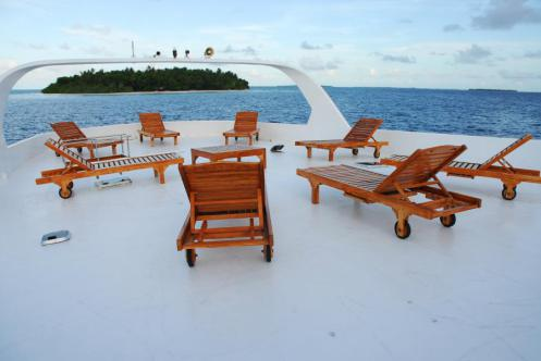 black_pearl_top_deck