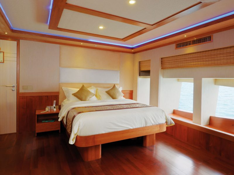 LEO Luxury Yacht owners cabin jacuzzi 1