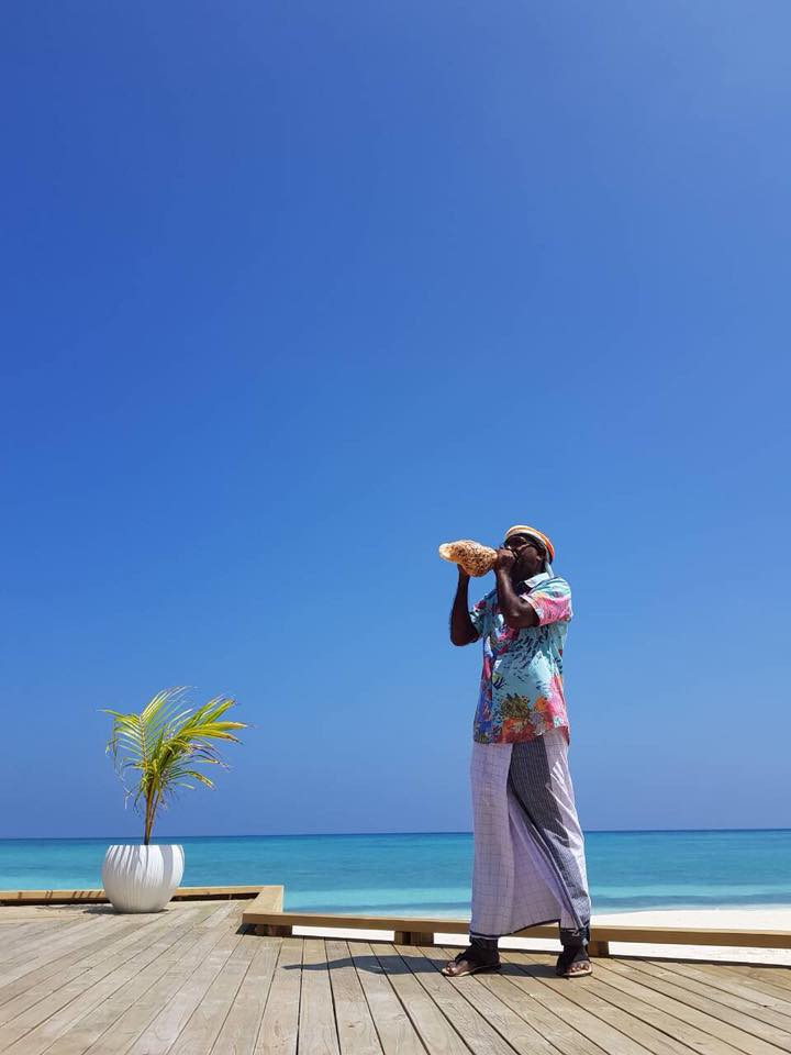 SANGU - CONCH SHELL BLOWING ON ARRIVAL - IMAGE CREDIT FUSHIFARU MALDIVES